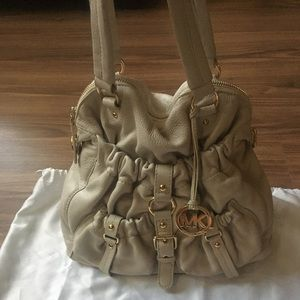 💯 % authentic Michael Kors handbag